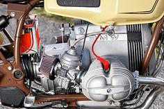 Cleaner Chic: runde Ventildeckel, offene Ansaugtrichter, radikal gekappte Airbox.