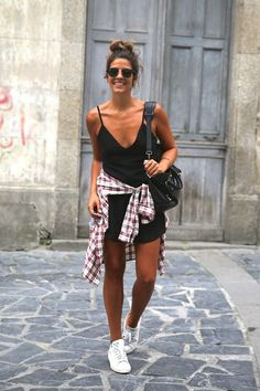 trendy_taste-look-outfit-street_style-ootd-blog-blogger-fashion_spain-moda_españa-camisa_cuadros-plaid_shirt-balenciaga-city_bag-stan_smith-adidas-mono_negro-black_jumpsuit-12