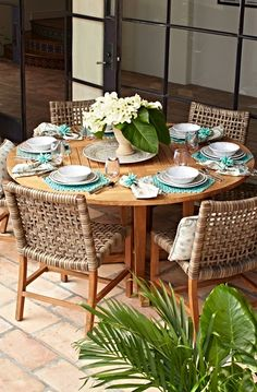 With a breathable open weave and solid teak frames, our Isola Dining Collection… Teak Dining Table, Outdoor Dining Furniture, Deck Furniture, Outdoor Dining Set, Outdoor Decor, Dining Chairs, Round Patio Table, Modern Furniture, Lounge