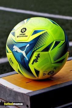 Balón de fútbol Puma de La Liga española LFP 2021 2022 talla 5 - amarillo flúor. #pumafootball #soccer Pinterest: @futbolmania 📷 @marcelasansalvador