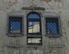 Il blu riflesso di Manuela Borgatti #finestreeportoni