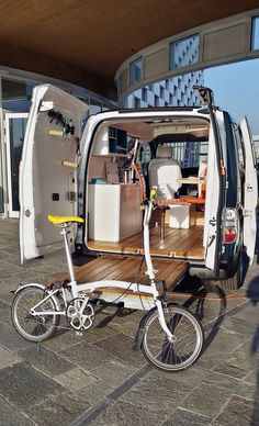 DÉCOUVERTE AUTOMOBILE : e-NV200 WOKSPACe par NISSAN T4 Camper, Camper Beds, Nissan, Rv Motorhomes, Car Office, Mobile Office, Cargo Van, Van Living, Camper Interior