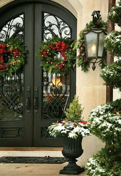 Beautiful holiday entry... #WilliamsSonoma #holidaystyle