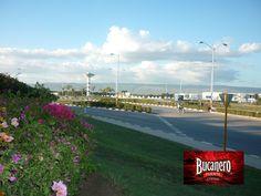 CERVEZA BUCANERO TE DICE ¿Qué es Guantánamo? Guantánamo es una ciudad al sureste de Cuba, capital de la provincia de Guantánamo, provincia donde se encuentra la base estadounidense de Guantánamo, desde 1902. La mayoría de sus habitantes viven de la producción de caña de azúcar y café. www.cervezasdecuba.com