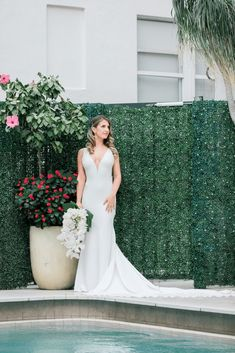 Modern Luxury Rooftop Wedding in Miami Beach – Erica Melissa Photography 28 Basks yourselves in the tropical vibes of this modern wedding. #bridalmusings #bmloves #groom #wedding #bride #miami #rooftop #palm #ido #betsyhotel #downunder #weddingdestination