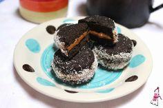 Ponete el Delantal - Blog de cocina: Alfajores de algarroba y dulce de leche para festejar el Día del Dulce de Leche!