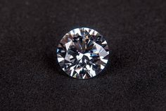 """Purchasing a diamond for the first time might feel like a challenge. You might find yourself wondering """"Is it a REAL diamond?"""" Before you make a purchase, read our guide for 6 Simple Ways to Spot A Fake Diamond Diamond Trade, Best Diamond, Rough Diamond, Diamond Cuts, Crystal Diamond, Diamond Gemstone, Diamond Clarity, Blockchain, Diamond Jewelry"""