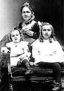 Anna Mary Robertson Moses with two of her children. - She gave birth to ten children, of whom only five survived infancy. Still, the family prospered, eventually earning enough to buy their own farm