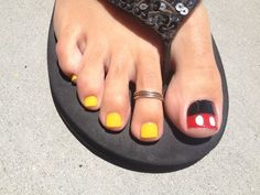 Disney Pedicure Toenails Mickey Mouse Toe Nails Ideas For 2019 Disney Nail Designs, Toe Nail Designs, Nails Design, Art Designs, Manicure Y Pedicure, Nail Spa, Pedicures, Pedicure Ideas, Pretty Toes