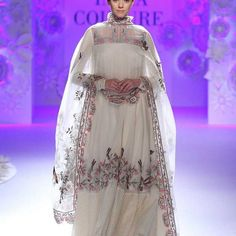 Rahul Mishra at India Couture Week 2016 Vintage Bridal Bouquet, Bridal Bouquet Blue, India Fashion, Asian Fashion, Fashion Show, Chic Bridal Showers, Shower Outfits, Couture Week, White Wedding Dresses