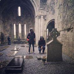 2016 no ha empezado bien para @alberto_casado y para mí. Se ha puesto a diluviar mientras visitábamos unas tumbas de desconocidos y nos hemos empapado. Esperemos que mejore.  by roberbodegas