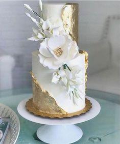 Gold and magnolia cake - Maui Wedding Cakes - Desserts - Dessert Recipes Amazing Wedding Cakes, Elegant Wedding Cakes, Wedding Cake Designs, Amazing Cakes, Cake Wedding, Elegant Cakes, Flower Wedding Cakes, Dress Wedding, Wedding Cake Recipes