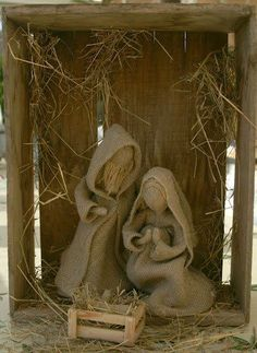 I love the simplicity of this burlap Nativity. No tutorial but maybe something you can figure out by the pics. Burlap Christmas, Primitive Christmas, Country Christmas, All Things Christmas, Handmade Christmas, Christmas Fun, Christmas Ornaments, Burlap Crafts, Christmas Projects