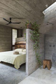 Concrete Bedroom, Concrete Interiors, Concrete Walls, Concrete Shower, Concrete Architecture, Concrete Houses, Concrete Design, Beautiful Bathrooms, House Rooms