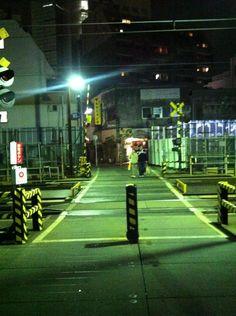 Twitter / shimokita_highs: 大阪屋からトラブルピーチへの踏み切り。#シモチカ