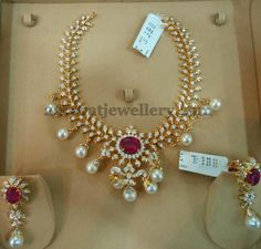 Chic Necklace with Sparkling Diamonds | Jewellery Designs