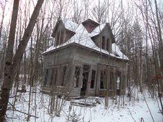 abandoned house in Bethlehem, NH