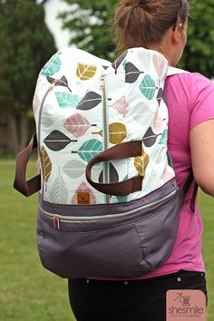 Rucksack BigKlapPack (Nähanleitung und Schnittmuster von shesmile) Ein richtig großer Rucksack für den Schwimmbad-Besuch, Urlaub, Wochenend-Trip oder zum Sport ... näh dir deinen BigKlapPack, so wie es dir gefällt.