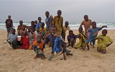 Kids at the beach, Dakar | Senegal (by Benya acame)