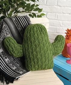 Knit the ultimate houseplant, Zoe Halstead's woolly little cactus – no water, no fuss, just cuddles! Find the pattern in issue 163 of Simply Knitting Knitting Projects, Crochet Projects, Knitting Patterns, Craft Projects, Sewing Projects, Cactus Craft, Cactus Decor, Cactus Cactus, Indoor Cactus