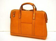 使いやすい機能を凝縮したファスナー式の口枠ビジネスバッグ「革鞄のHERZ公式通販」