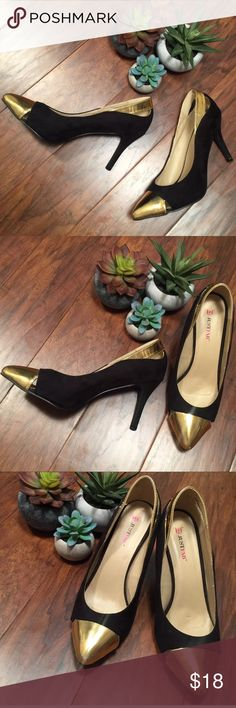 """JustFab Black Stilettos Gold Toe Cap Size 9 JustFab sexy black heels, size 9! The Black feels like velvet. They have a pretty gold cap over the toe as well as a gold band around the back.  trades   Heels are 4""""   There is a small scuff on the tip of each toe. Otherwise in beautiful condition. JustFab Shoes Heels"""