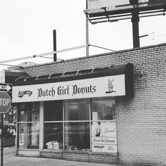 If you didn't know now you know.. #detroit #classic #worldfamous #DutchGirlDonuts #crack #manaboutowndet #manaboutown