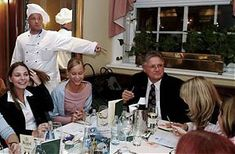 dinner-crime-in-oesterreich-flughafen-linz Crime, Dinner, Linz, Good Food, Food Dinners, Dining, Crime Comics, Fracture Mechanics