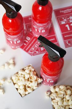 Nica bastelt für die Kinderparty: Feuerlöscher aus PET Flasche und unserem Mason Jars Spray Aufsatz!