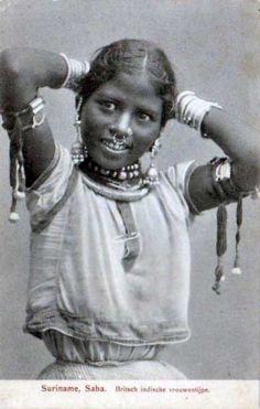 """Suriname   """"Saba, Britsch indische Vrouwentype""""   Vintage postcard // Hindu Indian girl"""