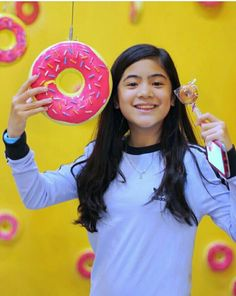 Niana💕💕 Rainbow Wallpaper, I Wallpaper, Ranz Kyle, Best Profile, Overlays Picsart, Cute Disney Wallpaper, Have A Great Day, My Idol, Youtubers