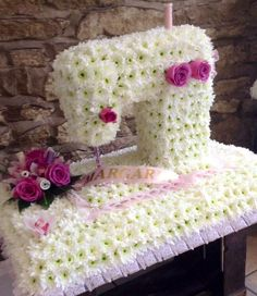 The best Funeral flowers ideas Funeral Floral Arrangements, Unique Flower Arrangements, Unique Flowers, Fresh Flowers, Funeral Sprays, Fleur Design, Funeral Tributes, Memorial Flowers, Cemetery Flowers