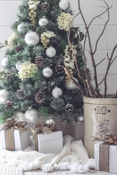 Looking for for inspiration for farmhouse christmas tree? Browse around this site for very best farmhouse christmas tree ideas. This kind of farmhouse christmas tree ideas appears to be entirely wonderful. Christmas Tree Tumblr, White Christmas Tree Decorations, Tabletop Christmas Tree, Cozy Christmas, Xmas Tree, Christmas Holidays, Christmas Trees, Christmas Cards, White Ornaments