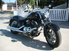 Yamaha V Star 1100. Looks a little like my old bike.