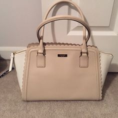 Kate spade handbag Super cute beige and white scalloped purse!! kate spade Bags