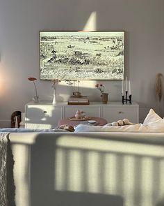 Credenza, Samsung Frame TV, Light, #whiteaesthetics #minimal #home #interior #interiordesignideas #interiordesignlivingroom