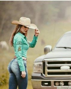 Country Girl Outfits, Sexy Cowgirl Outfits, Cute Country Girl, Country Women, Southern Women, Southern Belle, Ford Girl, Cowgirl Jeans, Sexy Jeans