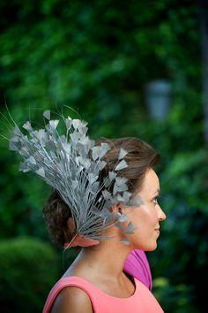 Nuestra clienta, espectacular con su tocado diseñado para la ocasión! #boda #tocados #invitada www.laboutiquedeluca.com