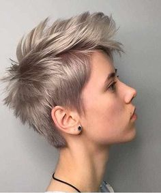 70 Best Short Pixie Cut Hairstyles 2019 - Cute Pixie Haircuts for Women - - Short Hairstyles - Hairstyles 2019 We guarantee you that they are extremely an extraordinary gathering of the Best Short Pixie Hairstyles 2019 in the mold drift for you. Short Hairstyles For Thick Hair, Pixie Hairstyles, Curly Hair Styles, Popular Hairstyles, Messy Short Hair Cuts, Short Hair Cuts Shaved, Blonde Short Hair Pixie, Shaved Pixie, Funky Short Hair