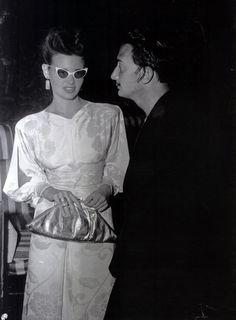 Gloria Vanderbilt hanging out with Salvador Dali. cat eye glasses 1950...