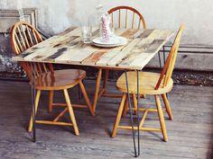 Table à manger en palette avec pieds en fer