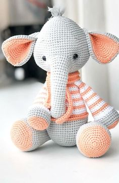 In this article we will share the most beautiful free amigurumi dolls crochet patterns. You can find everything you want about Amigurumi. Crochet Pattern Free, Crochet Animal Patterns, Crochet Patterns Amigurumi, Amigurumi Doll, Crochet Animals, Crochet Dolls, Crochet Bunny, Easy Knitting Projects, Easy Knitting Patterns