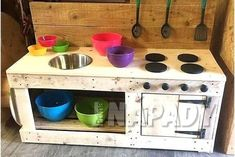 , Pallets Woodworking Ideas Pallets made kids mud kitchen - From these used wooden pallets to make different types of furniture and share the ideas with. Made with wooden pallets Diy Mud Kitchen, Mud Kitchen For Kids, Real Kitchen, Kitchen Ideas, Pallet Crafts, Diy Pallet Projects, Wood Projects, Recycled Pallets, Wooden Pallets