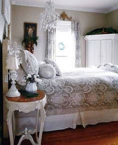 90+ Best Ideas to Make Your Bedroom Extra Cozy and Romantic http://homecantuk.com/90-best-ideas-make-bedroom-extra-cozy-romantic/