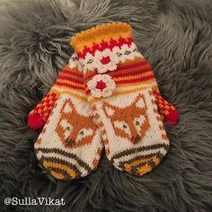 Kettuset SullaVikat By Mia Sumell Hand Knitting, Knitting Patterns, Crochet Patterns, Knit Mittens, Mitten Gloves, Knit Crochet, Crochet Hats, Fox Decor, Wrist Warmers