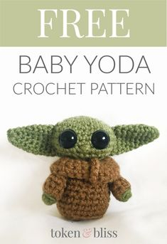 Free Baby Yoda Crochet FREE Baby Yoda Crochet Pattern Token & Bliss I'm finally back! To celebrate the fact that I made a tiny human and have a little more time on my hands, here is a free Baby Yoda crochet pattern! Crochet Gratis, Crochet Amigurumi Free Patterns, Cute Crochet, Crochet Dolls, Crochet Beanie, Crochet Keyring Free Pattern, Chrochet, Star Wars Crochet, Drops Baby