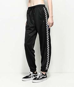 Head out in comfort and checkered style in these checkered track pants from Vans. The all black colorway is garnished with white and black checkerboard bands running down each leg meeting up with a tapered ankle and finished with a Vans brand tag at the l Checkered Outfit, Vans Checkered, Girl Outfits, Casual Outfits, Cute Outfits, Fashion Outfits, Tomboy Fashion, Girl Fashion, Sweatpants Outfit