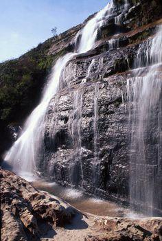 Cachoeira. Parque Estadual do Guartelá, Rod. PR-340, Km 42, Guartelá de Cima, Tibagi - Paraná. Coordenadas geográficas 24° 34' Sul do Equador e 50°14' Oeste de Greenwich, na margem esquerda do canyon do rio Iapó. E-mail: peguartela@iap.pr.gov.br