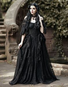 Gothic Victorian Dresses, Gothic Gowns, Gothic Outfits, Victorian Fashion, Victorian Gothic Wedding, Victorian Vampire, Gothic Hair, Gothic Makeup, Gothic Beauty