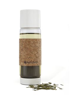 19 oz. BPA-free glass travel bottle lets you take your favorite tea on the go, infusing your favorite blends while minimizing spills with a special twist-to-lock lid. Cork sleeve for insulation.